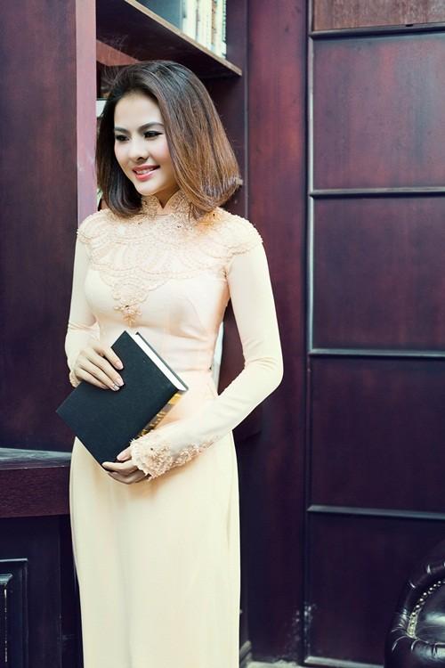 Vân Trang hóa thân làm cô dâu dịu dàng trong tà áo dài của NTK Huỳnh Lợi - anh 3
