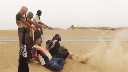 Khủng bố IS hành quyết 300 người ở Iraq - anh 1