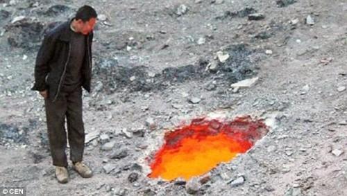 """Kinh hãi """"Hố lửa Tử thần"""" xuất hiện ở Trung Quốc - anh 1"""