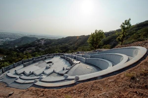 Trung Quốc: Phá rừng để xây mộ cho người... sống - anh 4