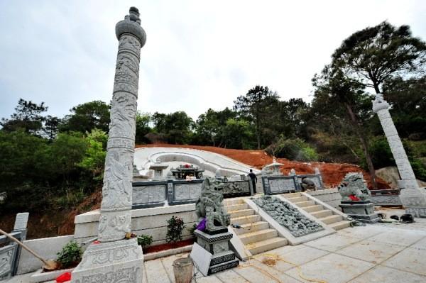 Trung Quốc: Phá rừng để xây mộ cho người... sống - anh 5