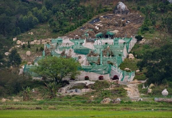 Trung Quốc: Phá rừng để xây mộ cho người... sống - anh 6
