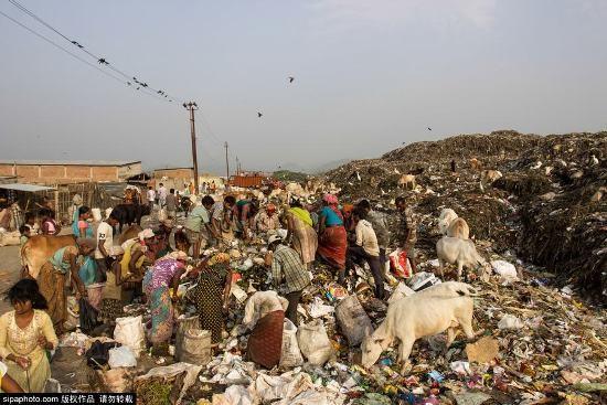 Trẻ em Ấn Độ mót rác sống qua ngày - anh 2