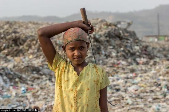 Trẻ em Ấn Độ mót rác sống qua ngày - anh 3