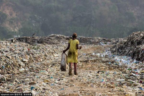 Trẻ em Ấn Độ mót rác sống qua ngày - anh 6