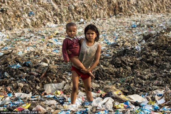 Trẻ em Ấn Độ mót rác sống qua ngày - anh 5
