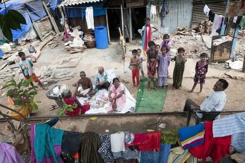 Trẻ em Ấn Độ mót rác sống qua ngày - anh 8