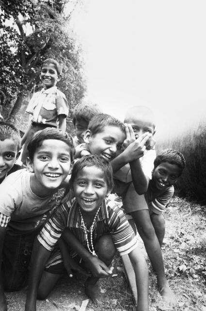 Trẻ em Ấn Độ mót rác sống qua ngày - anh 7