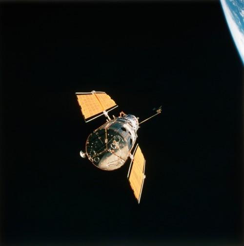 Những bức ảnh vũ trụ đẹp nhất do kính Hubble chụp được - anh 2