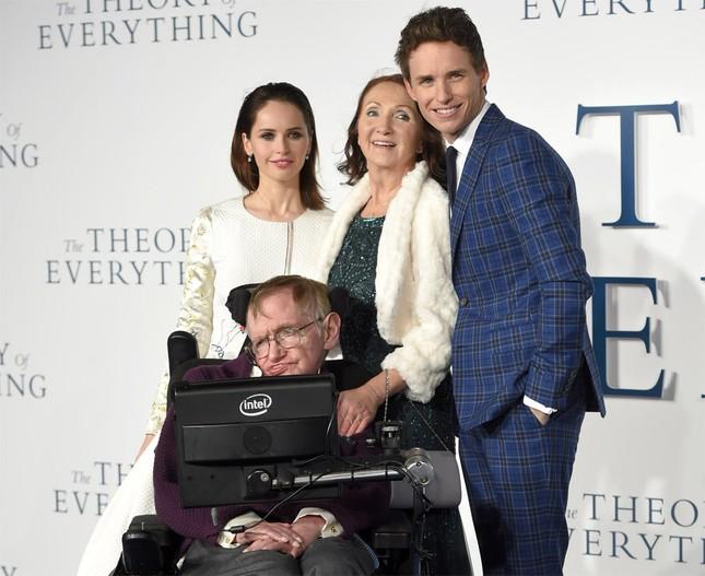 Stephen Hawking: Tình yêu của vợ đã thay đổi cuộc đời tôi - anh 12