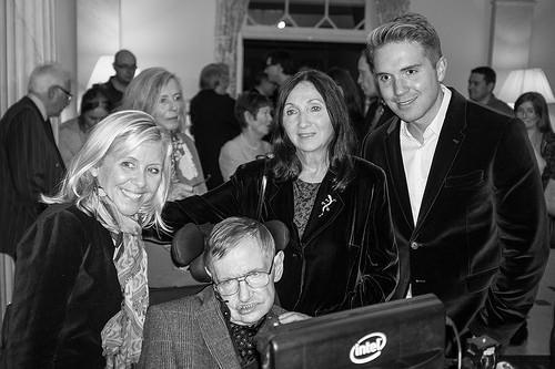 Stephen Hawking: Tình yêu của vợ đã thay đổi cuộc đời tôi - anh 10