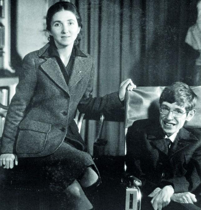 Stephen Hawking: Tình yêu của vợ đã thay đổi cuộc đời tôi - anh 6