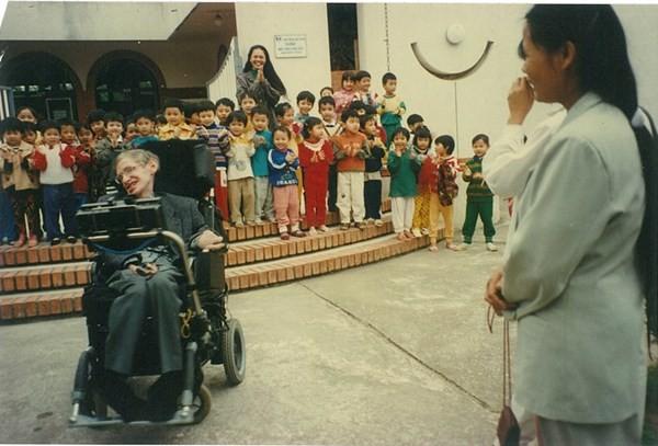 Con gái nuôi người Việt - 'điều ngẫu nhiên tuyệt diệu nhất' của nhà vật lý vĩ đại Stephen Hawking - anh 2