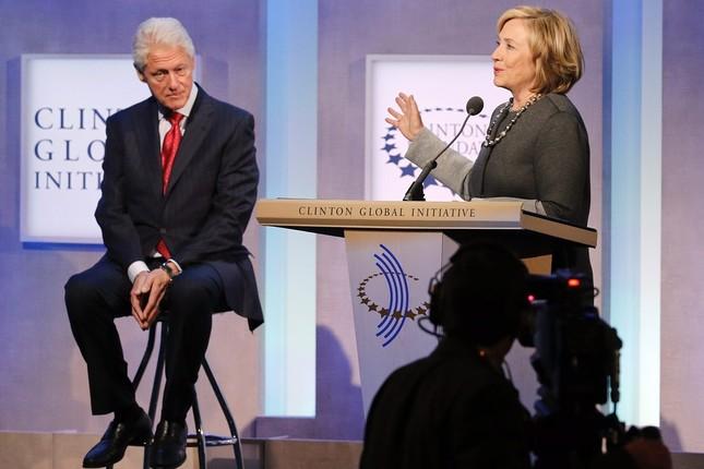 Hillary Clinton: Kiếm gần 7 tỷ đồng cho một lần diễn thuyết - anh 1