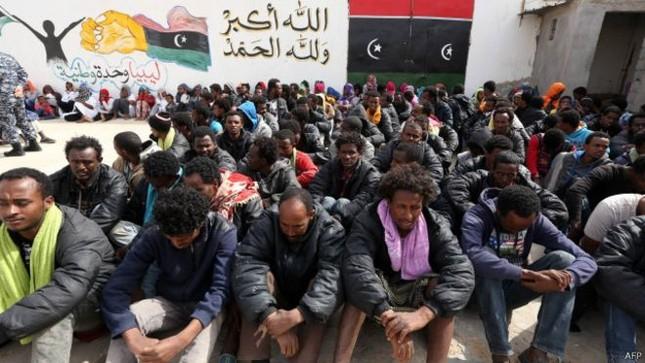 Chiến binh IS trà trộn trên những con thuyền di cư vào châu Âu - anh 1