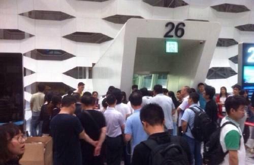 Trung Quốc: Hành khách đập phá phi trường vì bị hoãn bay - anh 3