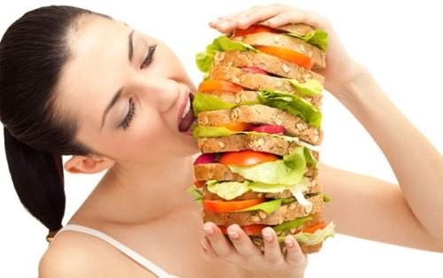 Ba thói quen ăn tối rước bệnh vào người - anh 1