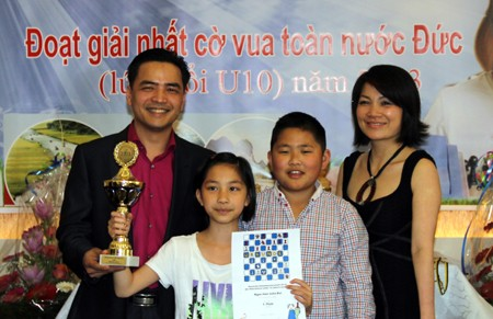 Bé gái người Việt đạt giải vô địch cờ vua U12 tại Đức - anh 2