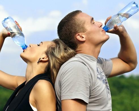 10 thói quen uống nước nguy hại đến sức khỏe - anh 2
