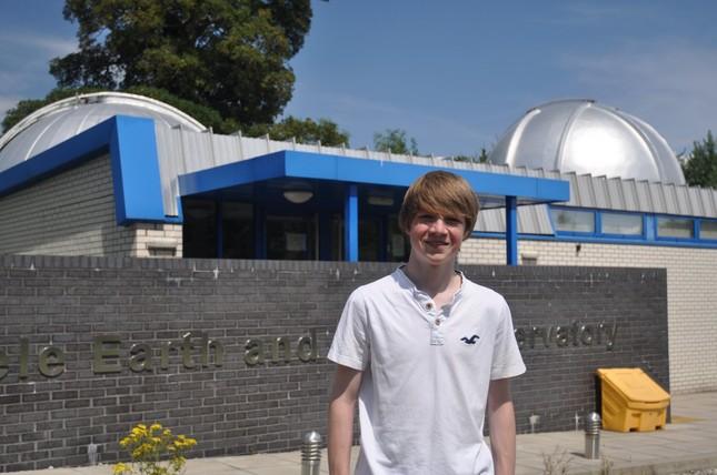Cậu bé 15 tuổi phát hiện hành tinh mới nóng như sao Mộc - anh 2