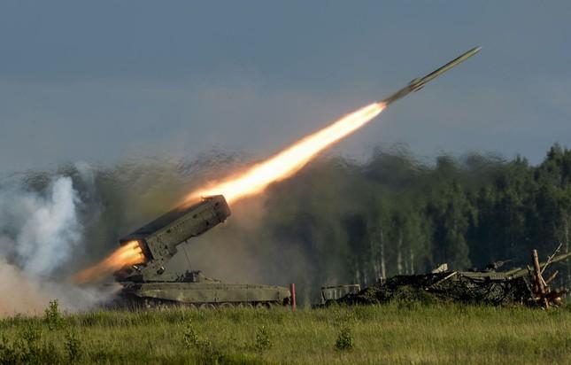 Mỹ 'ám ảnh' với dàn vũ khí siêu khủng của Nga tại Triển lãm Army-2015 - anh 1