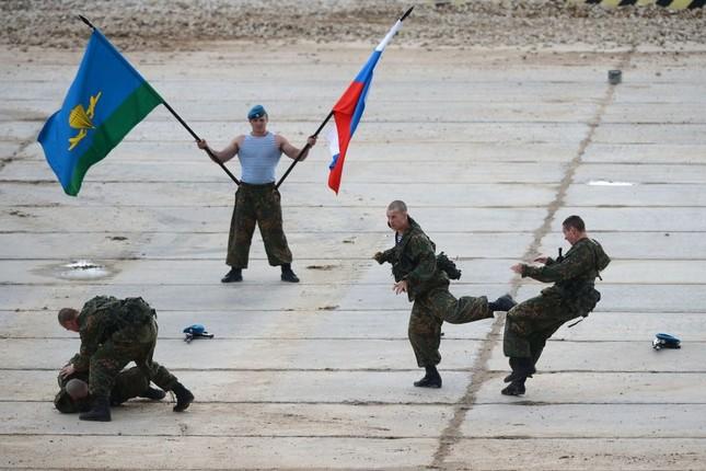 Mỹ 'ám ảnh' với dàn vũ khí siêu khủng của Nga tại Triển lãm Army-2015 - anh 10