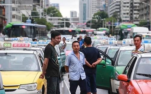 """Taxi Uber đang phải đối mặt hàng loạt """"chuyện thị phi"""" - anh 3"""
