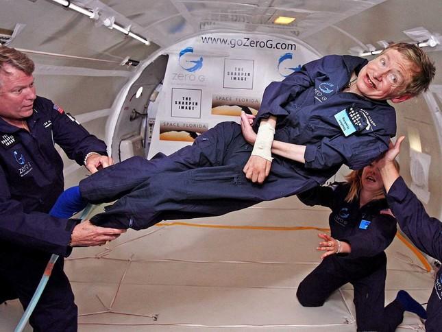 Những câu nói 'để đời' của bậc thầy vũ trụ Stephen Hawking - anh 1
