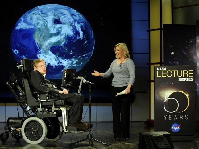 Những câu nói 'để đời' của bậc thầy vũ trụ Stephen Hawking - anh 7