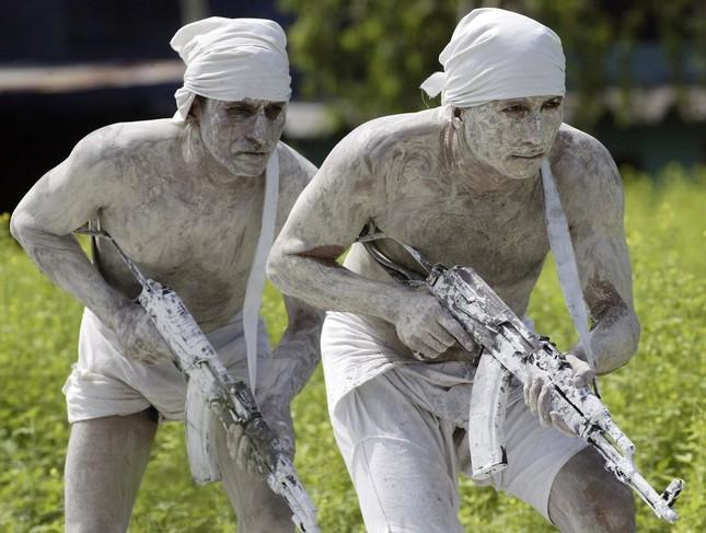 Những khóa huấn luyện quân sự 'khắc nghiệt' nhất thế giới - anh 10
