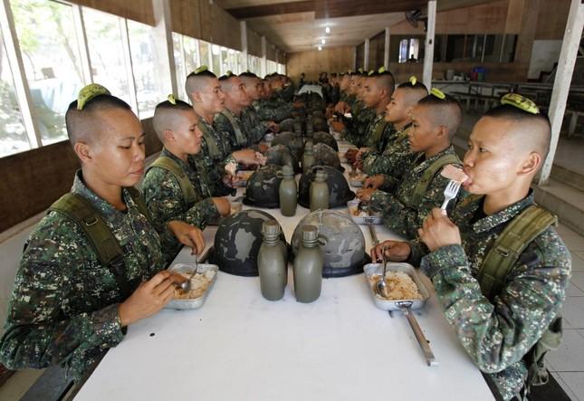 Những khóa huấn luyện quân sự 'khắc nghiệt' nhất thế giới - anh 14