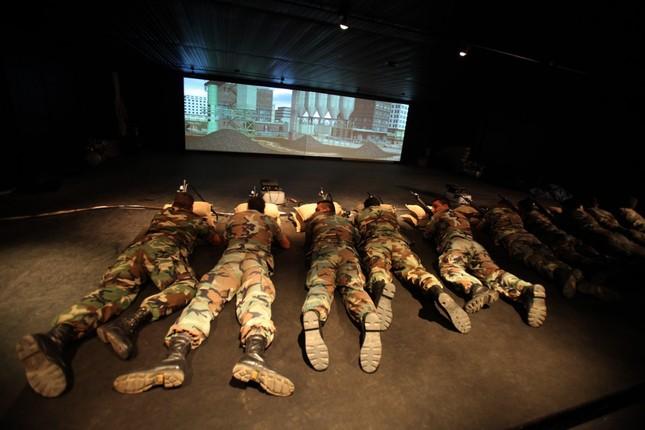 Những khóa huấn luyện quân sự 'khắc nghiệt' nhất thế giới - anh 18