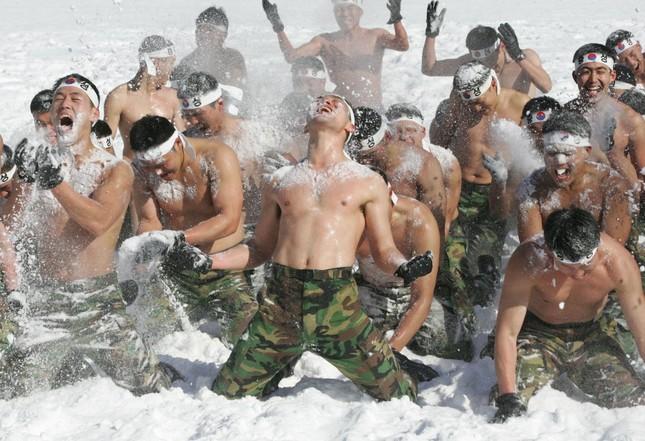 Những khóa huấn luyện quân sự 'khắc nghiệt' nhất thế giới - anh 6