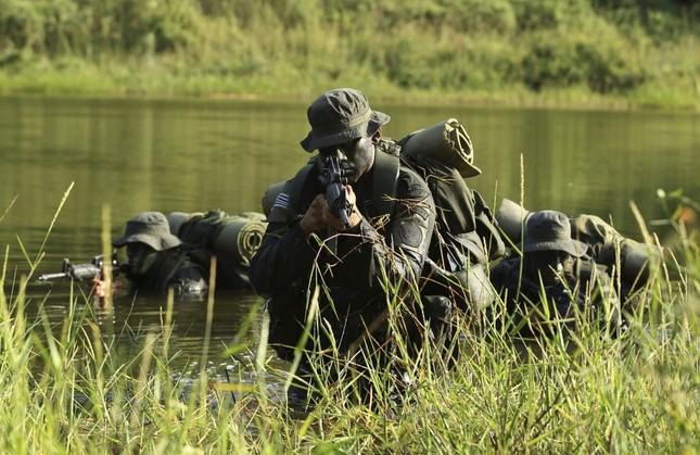 Những khóa huấn luyện quân sự 'khắc nghiệt' nhất thế giới - anh 9