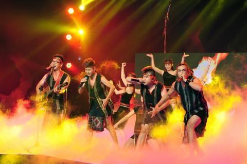 Nhịp đập Showbiz: Hà Anh bị cấm diễn 3 tháng, Dù sexy Ngọc Trinh bị xử nhẹ hơn Hương Tràm - anh 5
