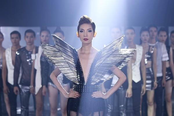 Nhịp đập showbiz : Lam Trường bị vợ cũ tố thiếu trách nhiệm, Ngọc Trinh biến dạng vì photoshop - anh 6