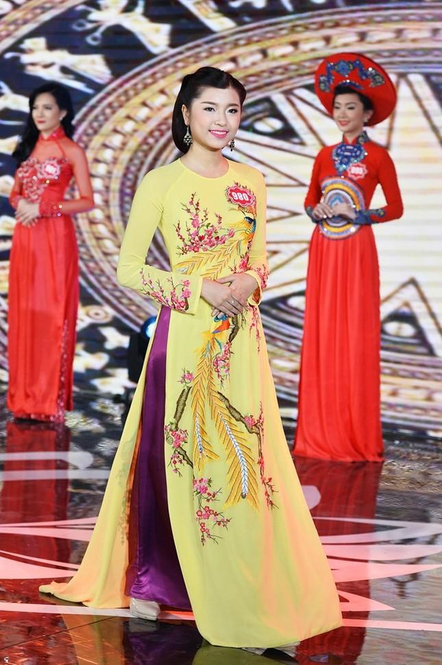 Ngắm 20 người đẹp Hoa hậu VN thướt tha trong tà áo dài - anh 19