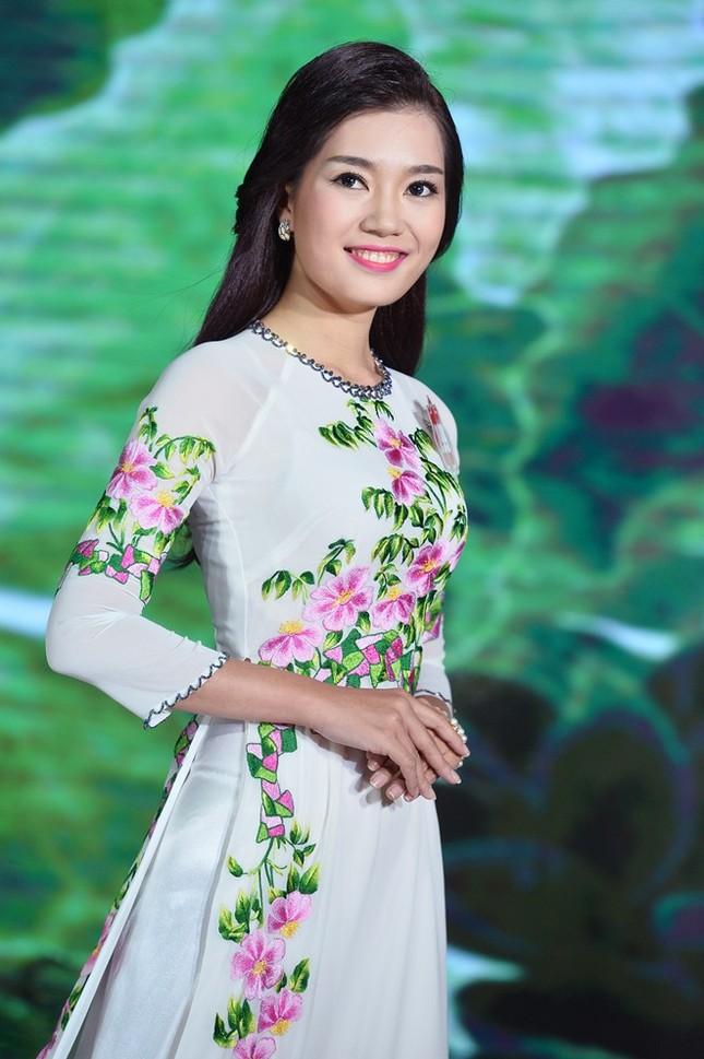 Ngắm 20 người đẹp Hoa hậu VN thướt tha trong tà áo dài - anh 3