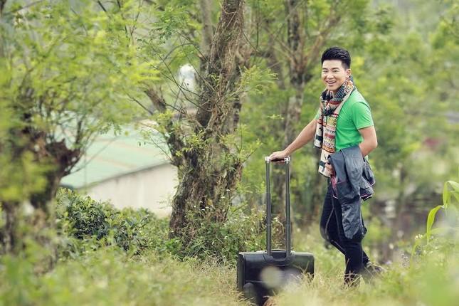 """Ca sỹ Việt Tú: """"Đừng quá khắt khe với hình ảnh chân dài đi bên cạnh đại gia"""" - anh 5"""