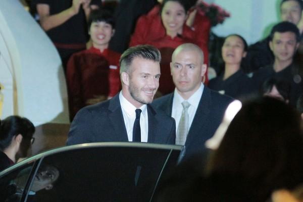 Cận cảnh vẻ quyến rũ chết người của David Beckham khi đi dự tiệc tại Hà Nội - anh 1