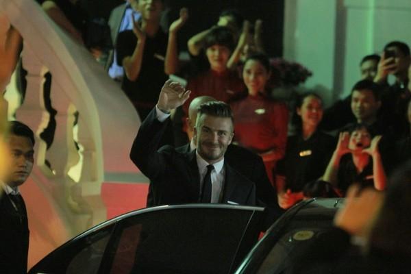 Cận cảnh vẻ quyến rũ chết người của David Beckham khi đi dự tiệc tại Hà Nội - anh 2