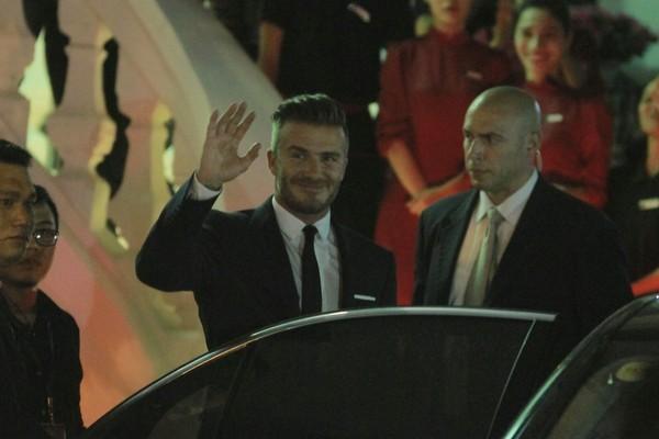 Cận cảnh vẻ quyến rũ chết người của David Beckham khi đi dự tiệc tại Hà Nội - anh 3