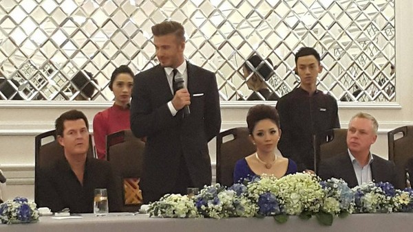 Cận cảnh vẻ quyến rũ chết người của David Beckham khi đi dự tiệc tại Hà Nội - anh 9