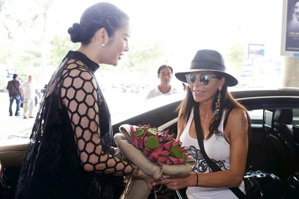Nhịp đập showbiz: Hà Hồ mời biên đạo nổi tiếng thế giới dàn dựng liveshow, Ngọc Trinh... - anh 9