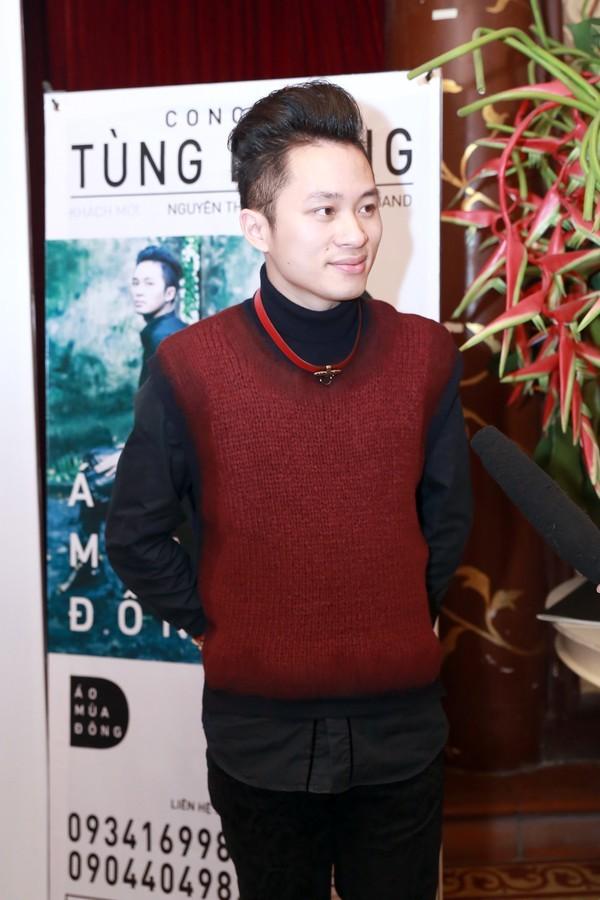 """Nhịp đập showbiz: Tùng Dương kém """" hấp dẫn"""",Thái Hà tình tứ với trai trẻ... - anh 2"""
