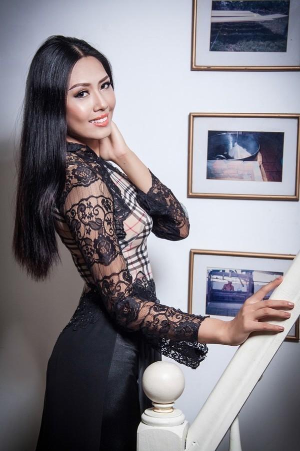 Trang phục dự thi Miss World của Nguyễn Thị Loan bị chê thiếu tinh tế - anh 2