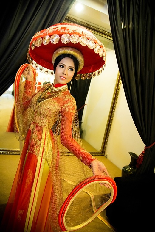 Trang phục dự thi Miss World của Nguyễn Thị Loan bị chê thiếu tinh tế - anh 3