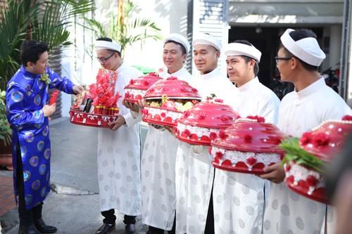 Lam Trường mặc áo dài truyền thống trong lễ ăn hỏi - anh 2