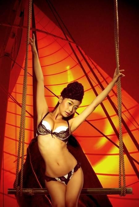 Lê Kiều Như thiêu đốt khán giả bằng ảnh bikini nóng bỏng - anh 4
