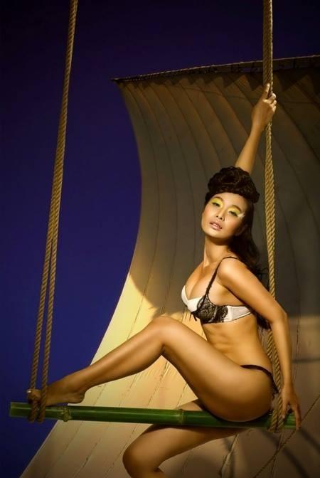 Lê Kiều Như thiêu đốt khán giả bằng ảnh bikini nóng bỏng - anh 3